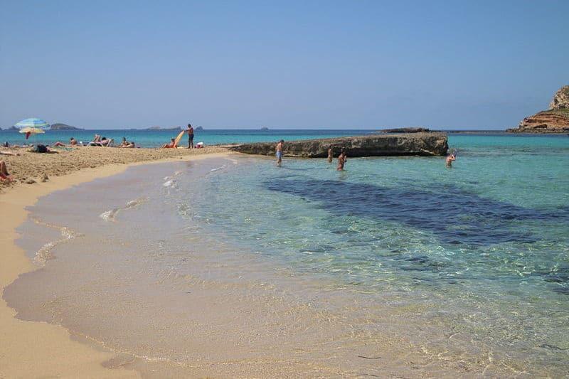 San José (Ibiza) klaar met DJ's bij beach clubs