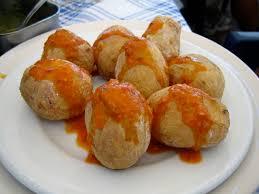 Papas arrugadas con mojo picón – gerimpelde aardappeltjes met pikante paprikasaus