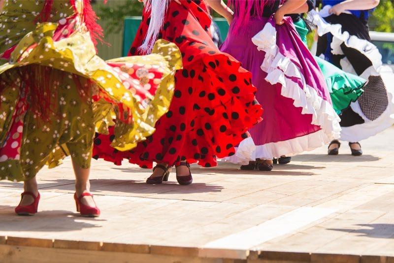 dansen rode roze gele jurk flamenco