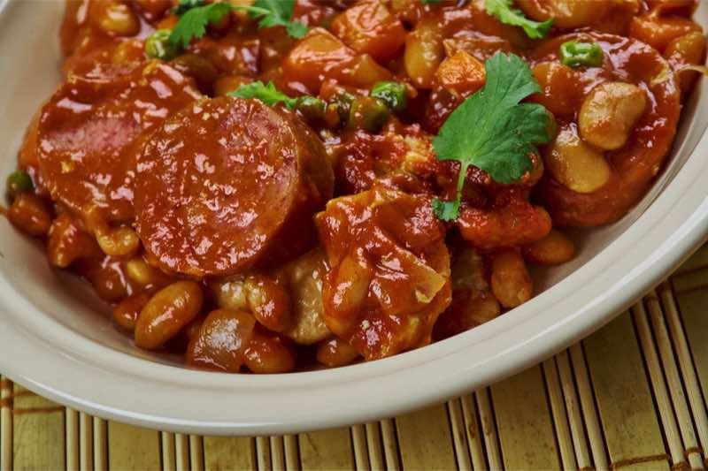 Spaans recept: Spaanse bonenschotel met chorizo