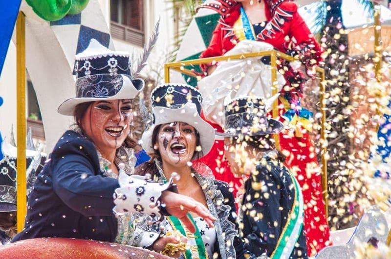 Carnaval vieren in Spanje