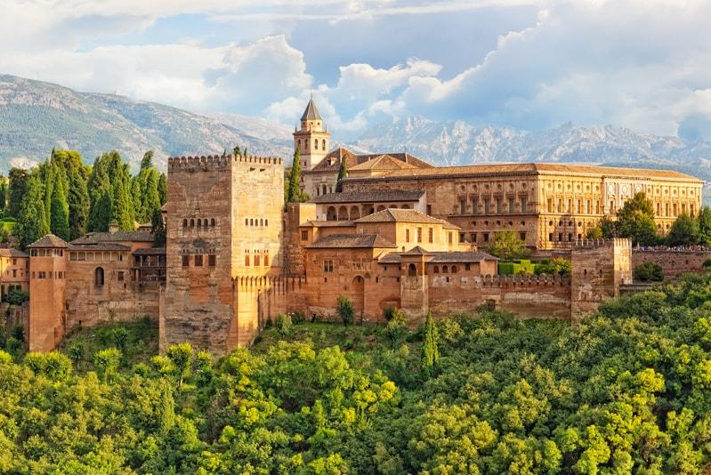 Column: Betaal ik minder belasting wanneer ik in Spanje ga wonen?