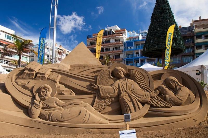 Kerststal van zand op Gran Canaria