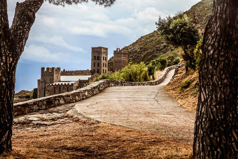 weg naar klooster sant pere de Rodes in Catalonië