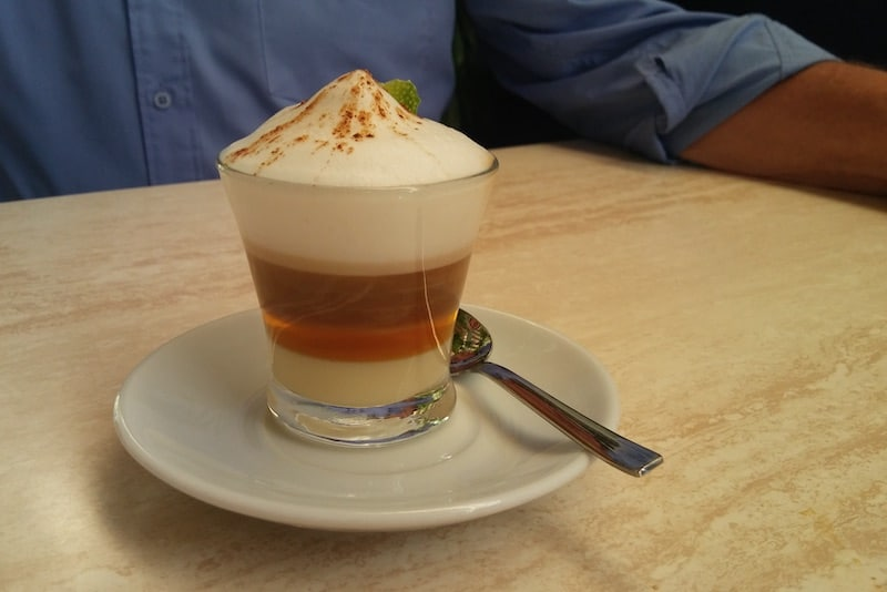 Etteke tipt: barraquito, koffie met likeur op zijn Canarisch