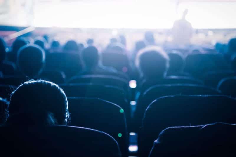 zitten in bioscoop