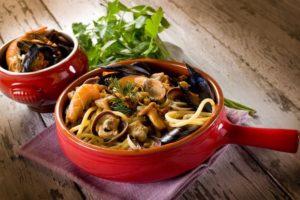 spaghetti-met-zeevruchten-en-paddenstoelen
