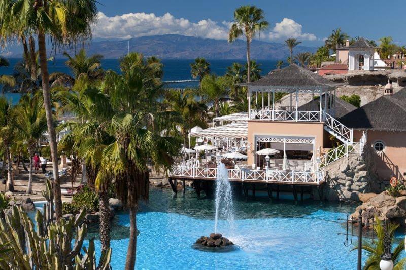 resort-zwembad-bahia-del-duque