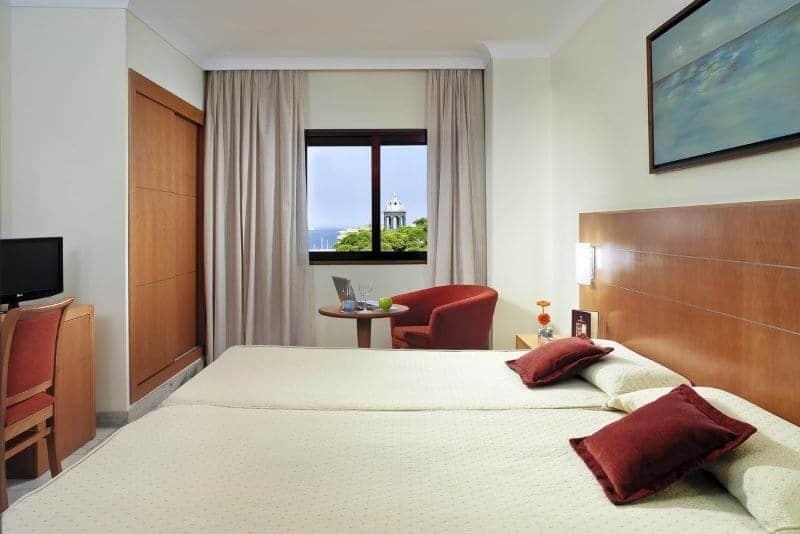 hotelkamer-raam-uitzicht