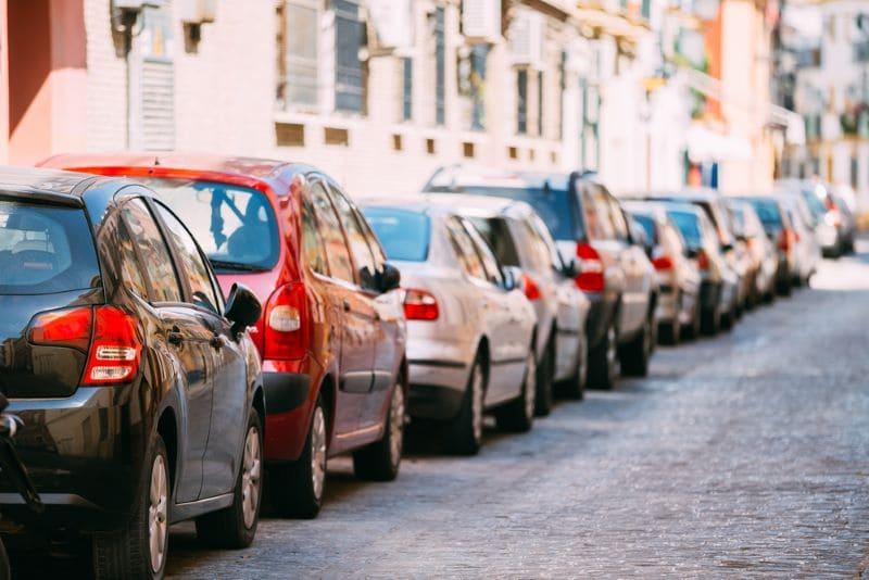 autos-geparkeerd-spanje