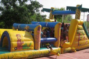 springkussen-kinderen-camping