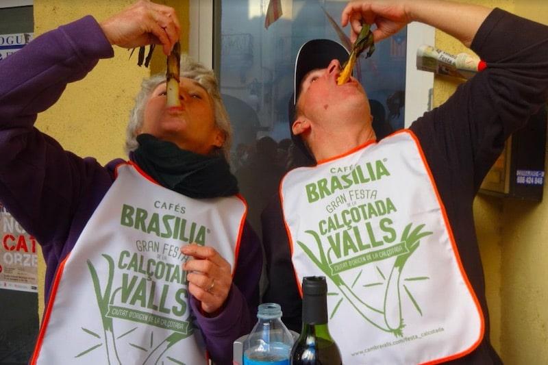 Mensen die traditioneel Catalaans eten eten