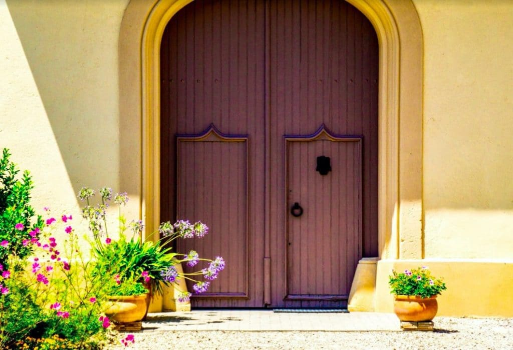 Een paarse deur in Spanje