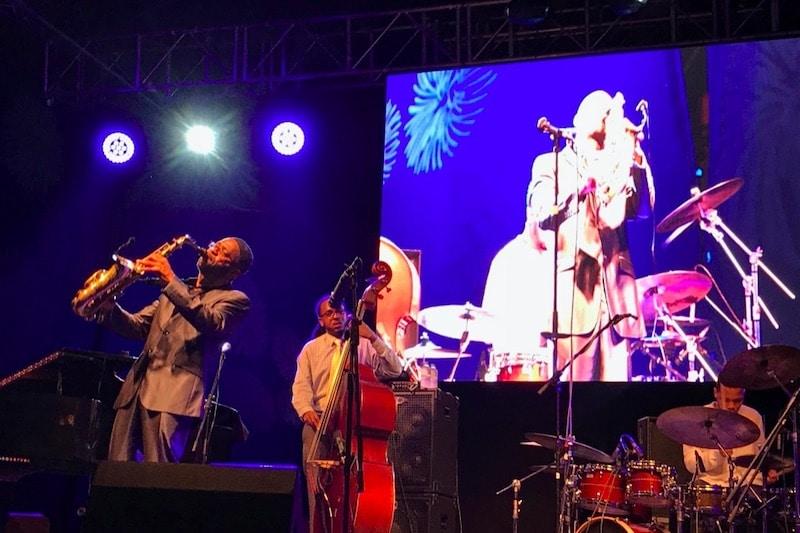 Muziekanten die een optreden geven tijdens Vijazz