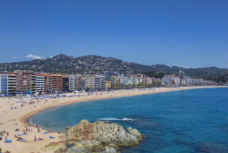 Lloret de Mar maakt stranden coronaproof door opdeling