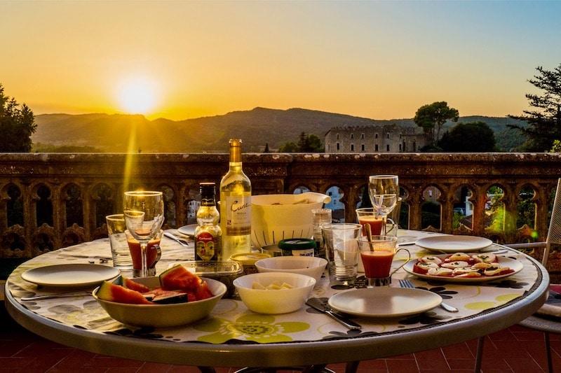Dinner tijdens zonsondergang