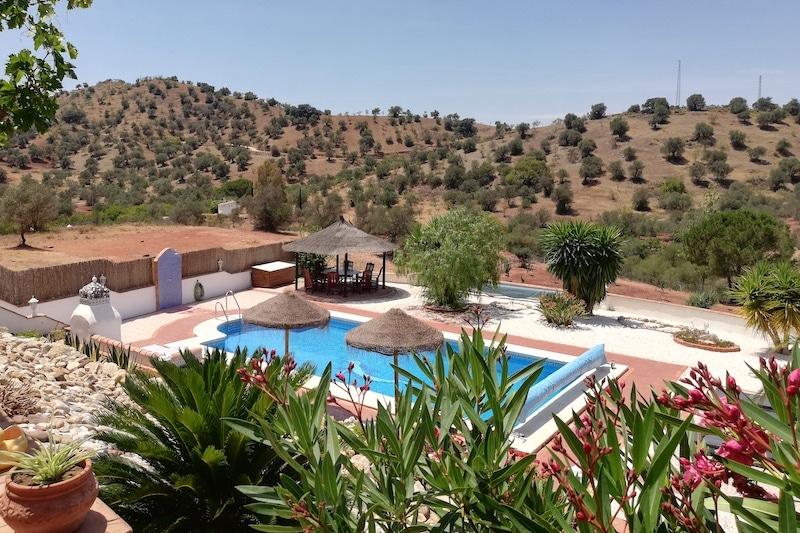 zwembad van B&B Casa Corasueño
