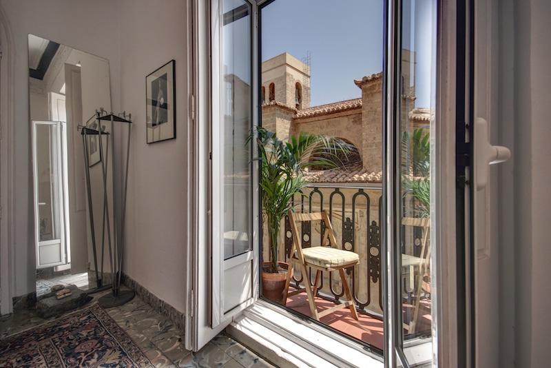 Valencia mindfulness retreat balkon uitzicht
