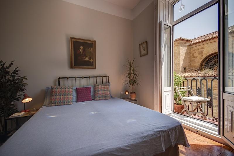 Valencia mindfulness retreat bed