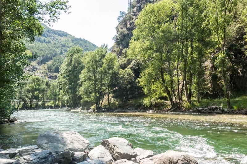De Noguera Pallaresa rivier in de Catalaanse Pyreneeën