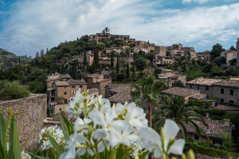 Het idyllische bergdorpje Deia op Mallorca, Spanje