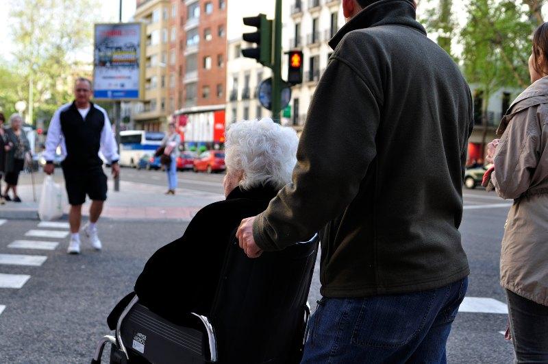 Spaanse vrouw in rolstoel